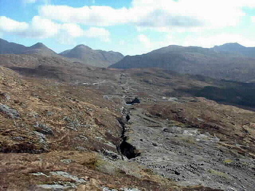 The centre of the photo shows the Whitesmith mine near Strontian, right on the long but narrow rock seam formed about 400m years ago (the Devonoan era). Image by David McCallum from http://www.mineraltown.com/Reports/7/7.php?idioma=2.