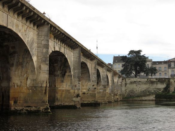 The Henry IV bridge crossing the Vienne at Châtellerault