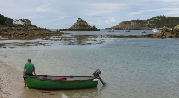 From Bryher to Tresco: with the grimly-named Hangman Island in the middle. The guy waiting by the boat later ferried a load of shellfish across to Tresco.